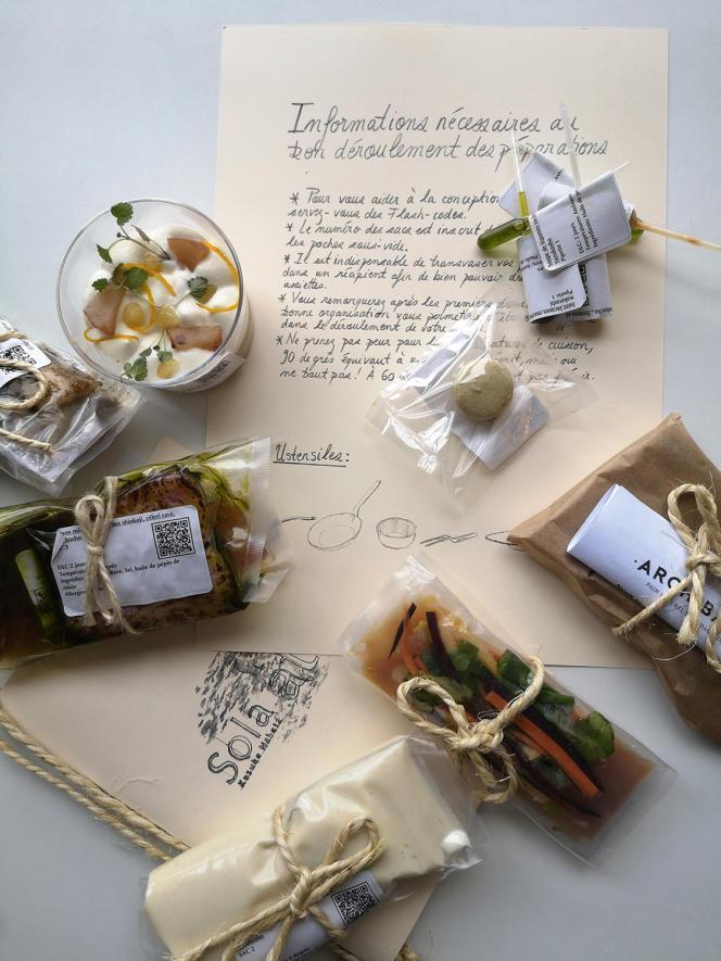 Le kit Sola pour un repas d'exception à domicile, comprenantles plats, les sauces et une notice explicative nécessaire à la réussite de la préparation.