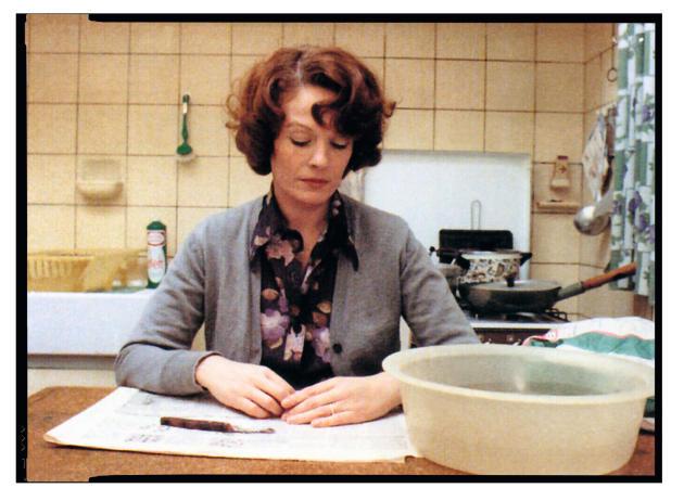 La comédienne Delphine Seyrig dans«Jeanne Dielman, 23,quai du Commerce, 1080, Bruxelles», deChantal Akerman.