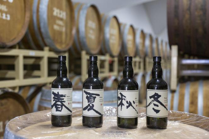 Les gins de saison Akayane, de la distillerie Sata Souji Shouten, à Kagoshima, au Japon.