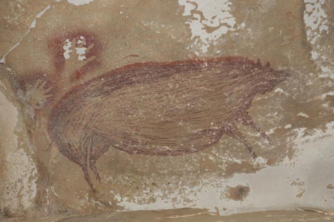 Peinture de sanglier des Célèbes, dans la grotte de Leang Tedongnge (Sulawesi), datant d'au moins 45 500 ans.