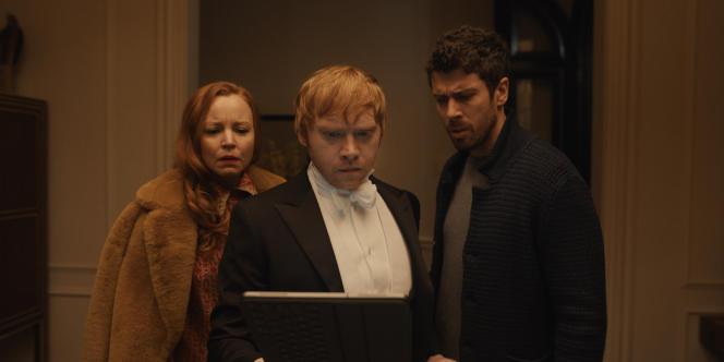 Dorothy (Lauren Ambrose), Julian (Rupert Grint) et Sean (Toby Kebbell) dans l'épisode 3 de«Servant ».