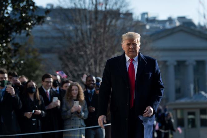Donald Trump, à l'extérieur de la Maison Blanche, à Washington,le 12 janvier.