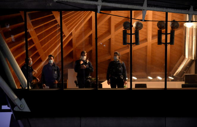 Policemen in the Antwerp court where the trial of Iranian diplomat Assadollah Assadi is being held.  November 27, 2020.