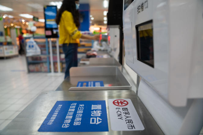 Information on the Chinese cryptocurrency, in a supermarket in Shenzhen (South), in November 2020.