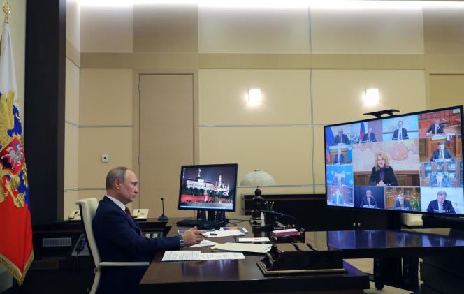 Le 13 janvier 2021, le président russe, Vladimir Poutine, préside une réunion gouvernementale par vidéoconférence à la résidence d'Etat Novo-Ogaryovo, près de Moscou.
