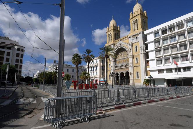 Les abords déserts de la cathédrale Saint-Vincent-de-Paul dans le centre de Tunis, le 29 octobre 2020.