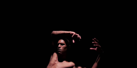 """""""Quelques-uns le demeurent"""" - Alexandre Fandard / Work 2018 """"In Quelques-uns le demeurent Alexandre Fandard explores the radical otherness that lives in each of us. Inspired by the quote from Samuel Beckett, """"We are all born crazy. Some remains so"""", this poetic piece is an exploration of the physical body through psychological madness. The choreographer reveals a single man engaged in a bizarre fight. What does it tell us? Is it perhaps under the grip of a force that kills the words and torments them? Or is he simply crazy? Awarded by 3 international prices, Quelques-uns le demeurent is the first choreographic work by Alexandre Fandard who here investigates a radical alterity, inherent in each of us. Paradox inscribed in a body that uproots itself from nothing before being sucked into it. In the depth of darkness, on the border between reason and madness, while the body struggles, creation is born."""" 1ER PRIX CONCOURS TRAJECTOIRE - ST-ETIENNE 1ER PRIX FESTIVAL CORTOINDANCA - ITALIE 2ÈME PRIX FESTIVAL 10 SENTIDOS - ESPAGNE LAURÉAT DU DISPOSITIF FORTE 2018 (Ile de France) SOUTIENS & COPRODUCTIONS - LE 104 - L'ÉTOILE DU NORD - Dispositif FoRTE 2018 - DRAC ÎLE DE FRANCE 2018 - Théâtre l'Etoile du Nord - TREMPLIN - RÉSEAU BRETAGNE - CAFÉ DE LAS ARTES - ESPAGNE Chorégraphie et interprétation : Alexandre Fandard Assistante à la mise en scène - Regard extérieur : Mélina Lakehal Création lumières : Alexandre Fandard & Mélina Lakehal Création sonore : Noël Rasendrason & Alexandre Fandard Costumes : Gwendolyn Boudon"""