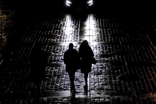 Dans les rues de Paris le soir du 14 janvier.