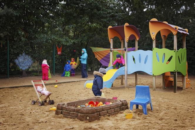 L'espace de jeux de la halte-garderie de plein air, située au coeur de Paris.