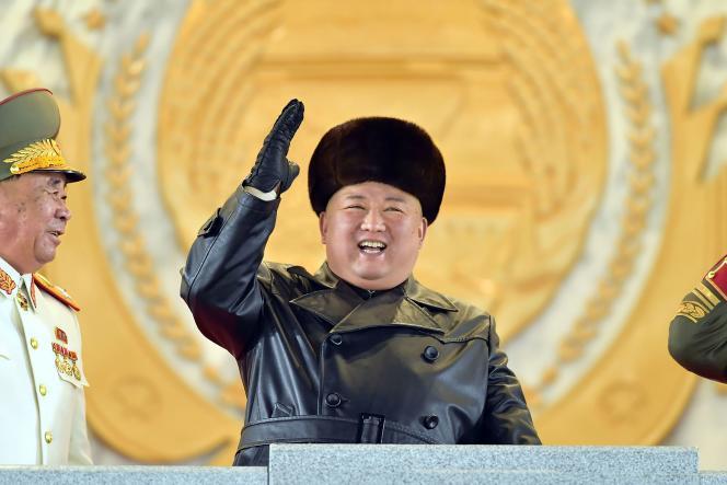 کیم جونگ اون گفت که شمال برنامه هایی را برای یک زیردریایی هسته ای انجام داده است.