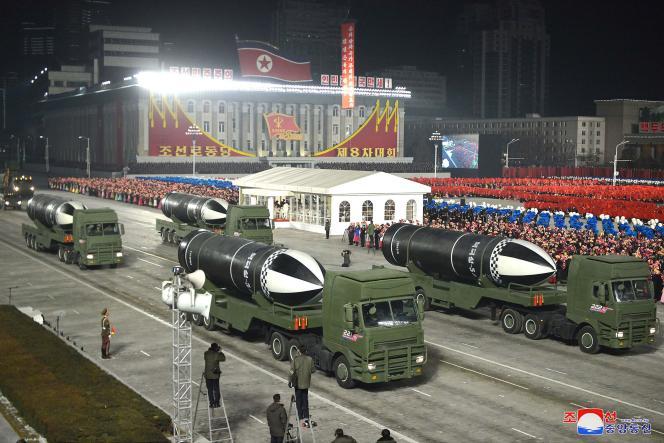 تصویری از موشک های بالستیک (SLBM) جدید زیردریایی که توسط کره شمالی معرفی شده است.