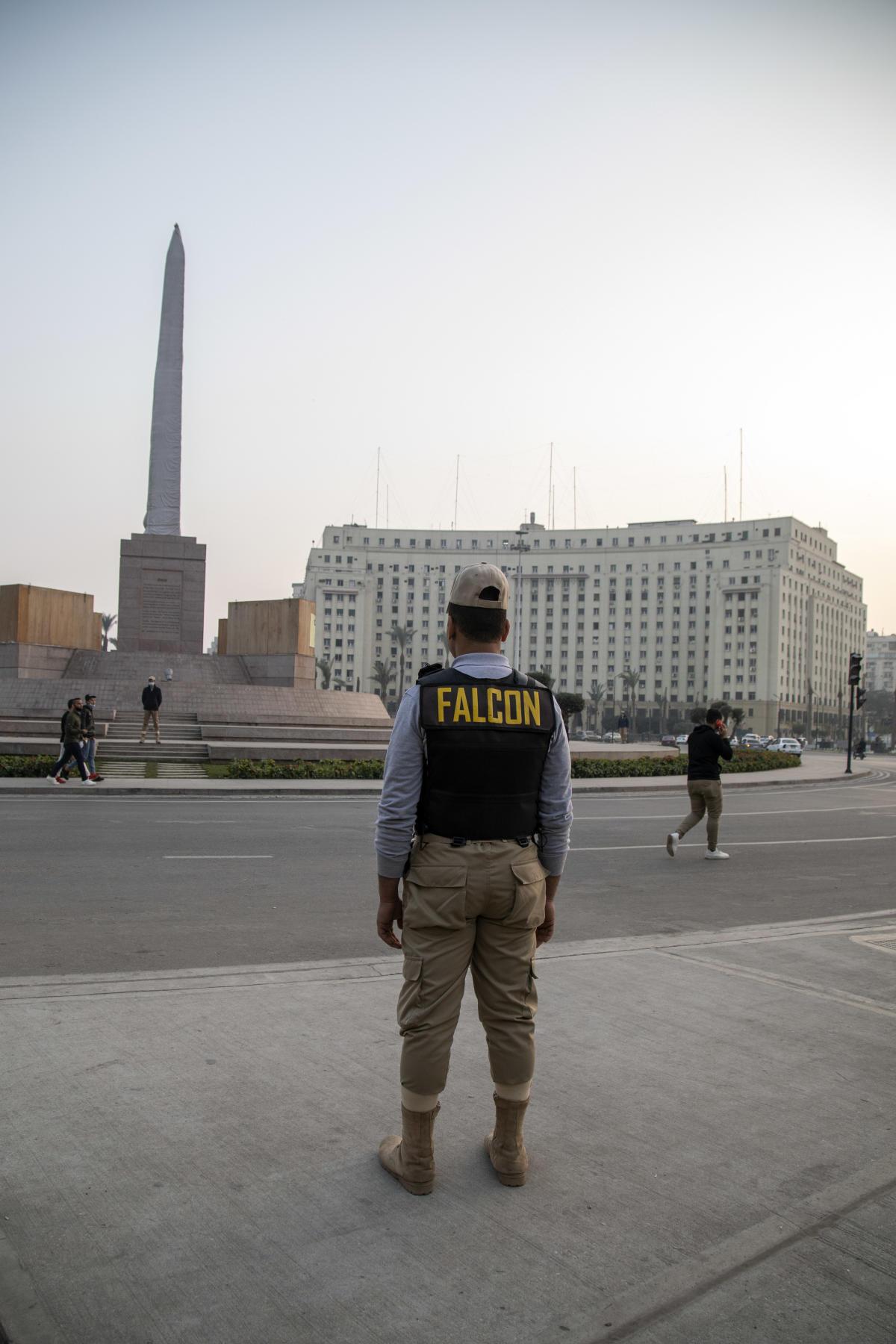 شرکت امنیتی خصوصی Falcon از میدان تحریر محافظت می کند.  10 ژانویه ، در قاهره.