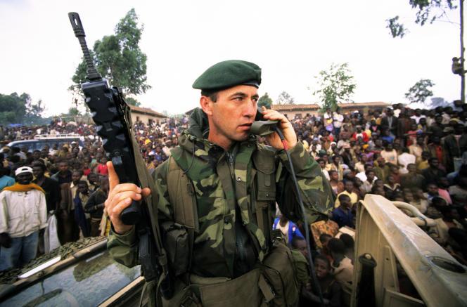 Le 1er juillet 1994, les commandos de marine interviennent à Butare, au Rwanda.