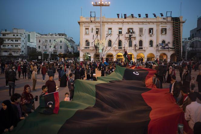 La foule se réunit sur la place des Martyrs, à Tripoli, le 25 février 2020, pour commémorer le début des manifestations contre le régime de Kadhafi neuf ans plus tôt.