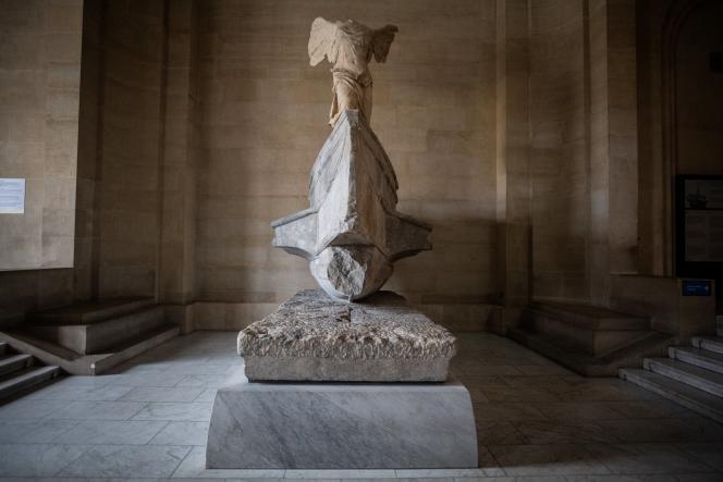 « La Victoire de Samothrace », au Musée du Louvre, à Paris, le 8 janvier.
