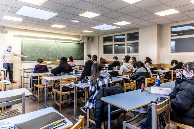 Une fois diplômés, les étudiants du CPES, ici en cours de mathématiques, le 8 janvier 2021, peuvent s'orienter vers des cursus très variés