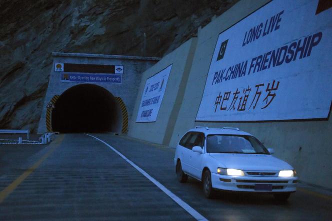 Un nouveau tunnel bâti au cœur de la vallée de Gojal, dans le nord du Pakistan frontalier de la Chine, en septembre 2015.