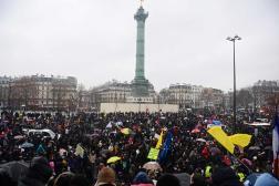 Les manifestants contre la loi « sécurité globale », place de la Bastille, à Paris, le16janvier 2021.