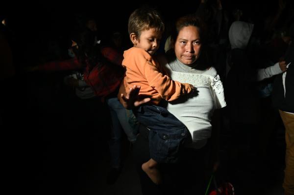 Femme et enfant à la frontière guatémaltèque, à El Florido, le 15 janvier.