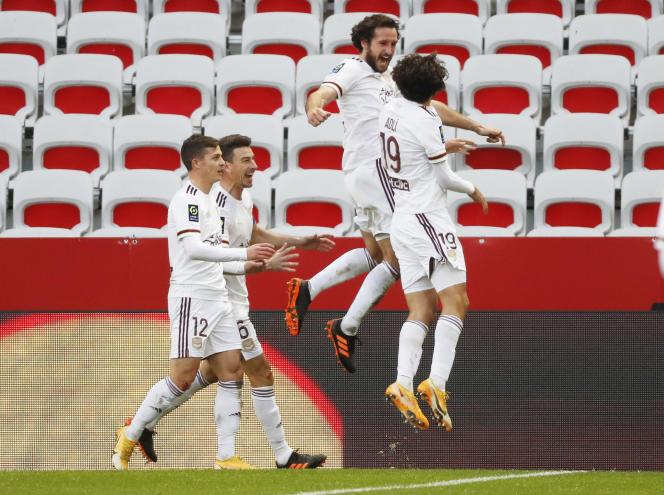 Paul Baysse peut exulter : le défenseur girondin (de face) vient d'offir le deuxième des trois buts bordelais lors de la victoire de son club en déplacement à Nice (0-3).