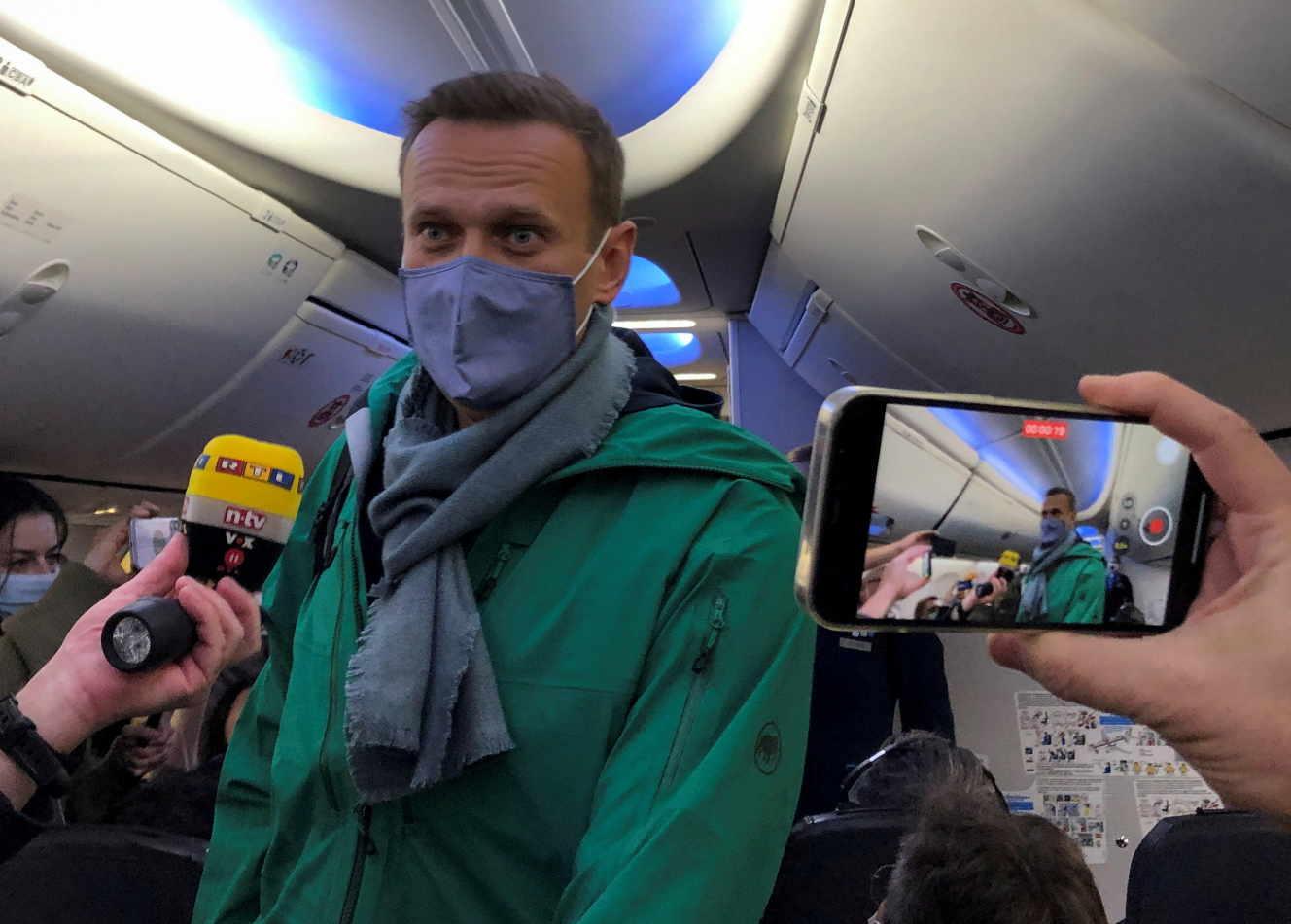 Alexei Navalny en el avión que le lleva de vuelta a Moscú el 17 de enero de 2021.