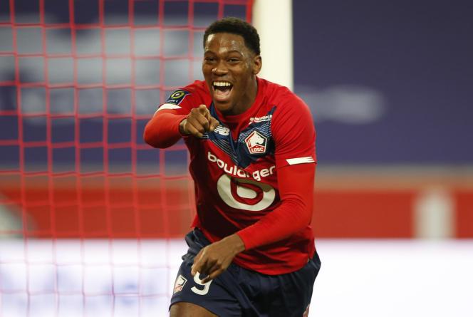 En embuscade, Jonathan David inscrit son troisième but de la saison face à Reims, au stade Pierre-Mauroy de Lille, dimanche 17 janvier, et permet au Losc de prendre provisoirement la place de dauphin du PSG.