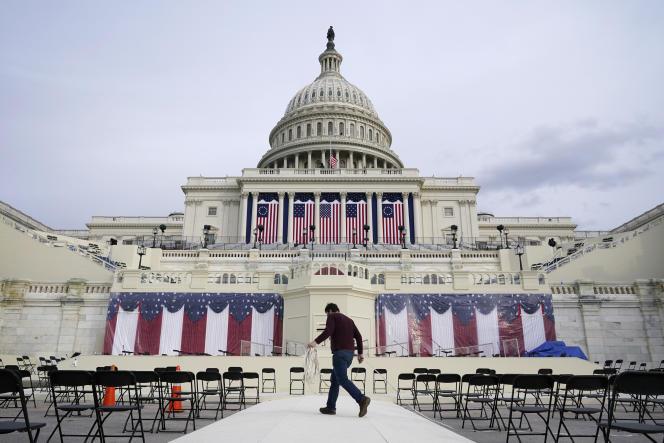 Préparatifs pour la cérémonie d'investiture de Joe Biden, devant le Capitole, à Washington, DC, le 16 janvier 2021.