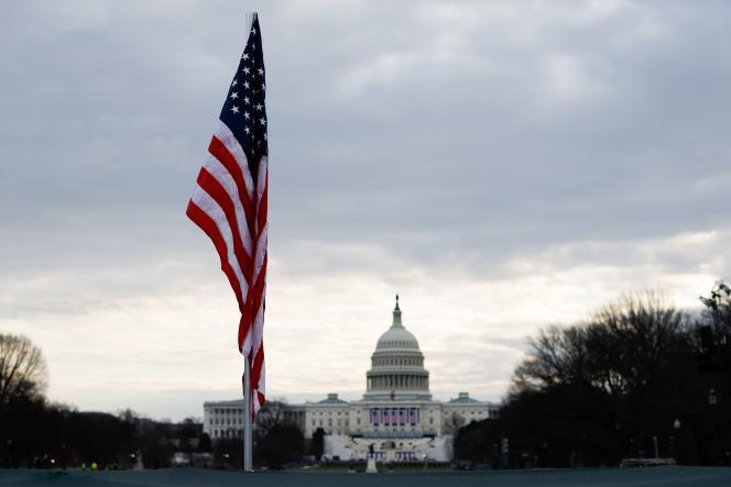 Devant le Capitole, qui héberge les deux chambres législatives états-uniennes,à Washington, DC, le 18 janvier.