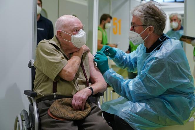 Vaccin Pfizer : les dirigeants israéliens ont sacrifié nos anciens