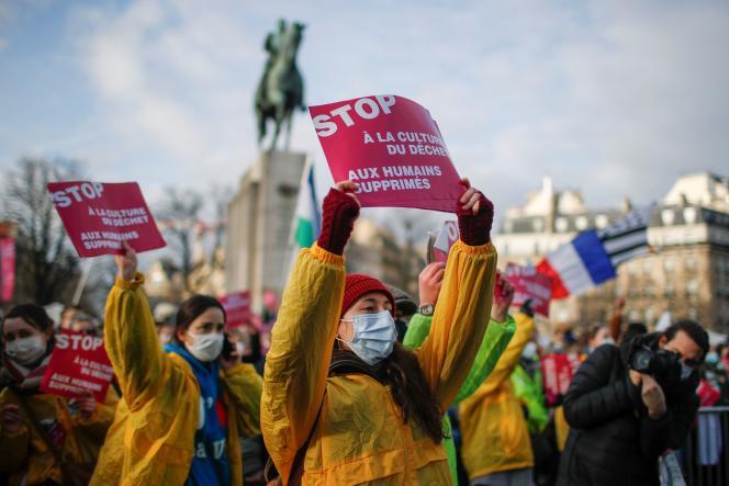 Lors de la « marche pour la vie», une manifestation contre le droit à l'avortement, place du Trocadéro à Paris, le 17 janvier.
