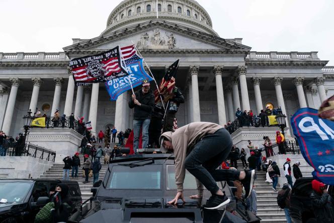 Les partisans du président américain Donald Trump manifestent devant le Capitole, à Washington, DC, le 6 janvier.