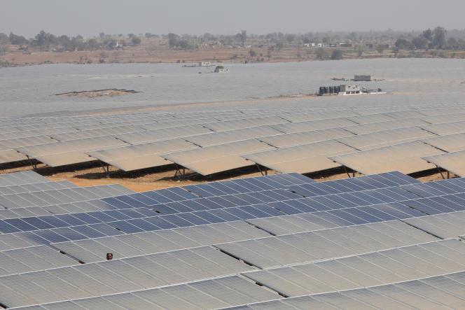 Un parc photovoltaïque, à Mirzapur (Uttar Pradesh), en Inde, en mars 2018.