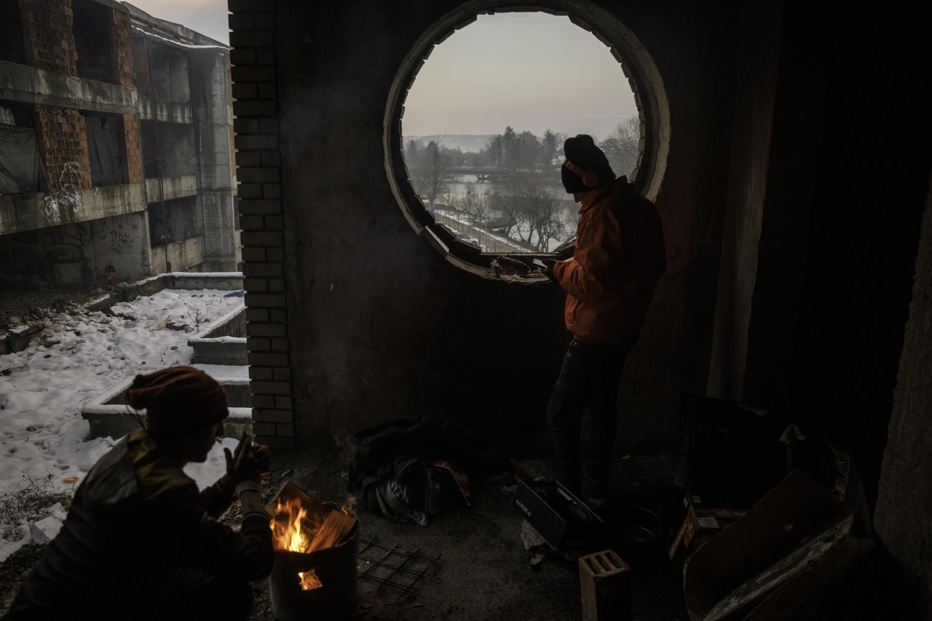 Des migrants afghans, dans un squat, à Bihac, en Bosnie-Herzégovine, par moins 10 degrés, le 14 janvier.
