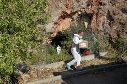 Aux abords de la grotte où a été retrouvé le corps calciné de Patrick Isoird, à Sète (Hérault), le 17 juillet 2014.