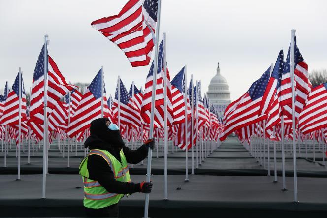 Préparatifs pour la cérémonie d'investiture de Joe Biden sur le National Mall près du Capitole à Washington, DC, le 18 janvier.