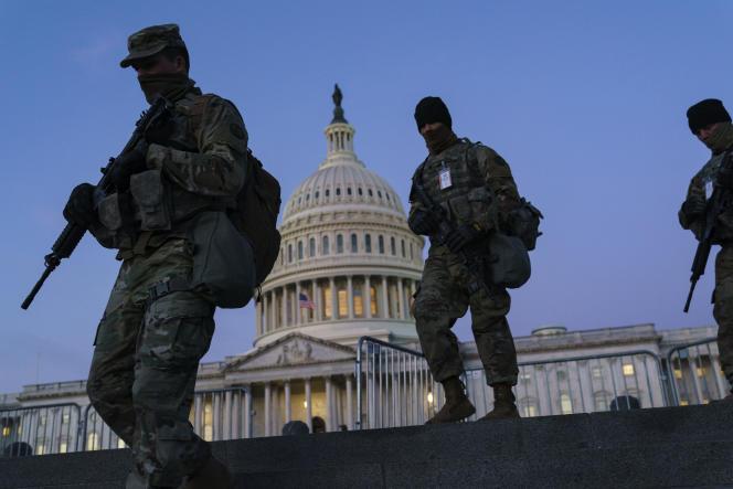 Des renforts de la Garde nationale devant le Capitole, à Washington, le 19 janvier 2021.