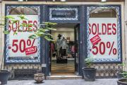 La devanture d'une boutique en soldes dans le quartier du Marais, à Paris.