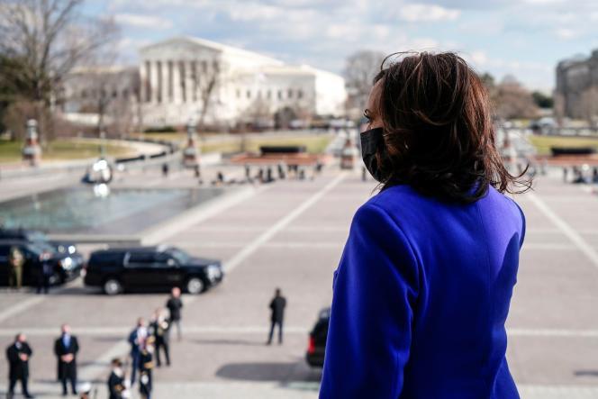 La vice-présidente américaine, Kamala Harris, quittant le Capitole après la cérémonie d'investiture à Washington, DC, le 20 janvier.