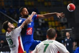 La défense agressive des Algériens a fait douter jusqu'au bout Melvyn Richardson et les Bleus.