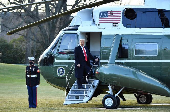 دونالد ترامپ در تاریخ 20 ژانویه 2021 شروع به Marine One می کند.