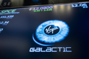 Le logo de la SPAC Virgin Galactic, lors de son introduction à la Bourse de Nex York, le 28 octobre 2019.