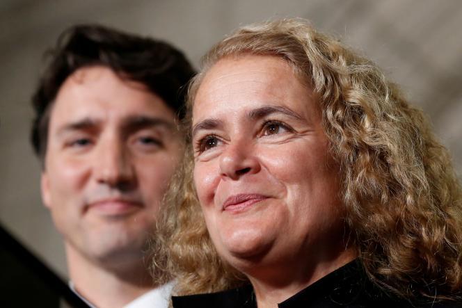 L'ex-gouverneure générale du Canada Julie Payette et le premier ministre Justin Trudeau, à Ottawa, le 13 juillet 2017.