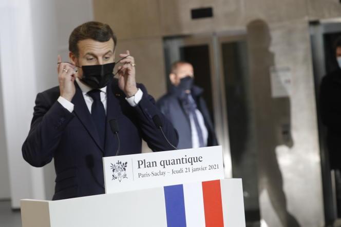 Emmanuel Macron au Centre de nanosciences et de nanotechnologies de l'université Paris-Saclay (Essonne), le 21 janvier 2021.