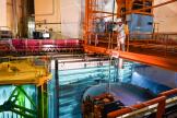 Un homme travaille dans le cœur du réacteur nucléaire du Tricastin, le 27 juin 2019.