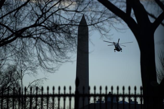 صبح مراسم افتتاحیه ، دونالد ترامپ ، رئیس جمهور خارج از کشور ، به پایگاه نیروی هوایی اندروز در مریلند پرواز کرد.
