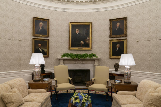 Franklin D.  Roosevelt's portrait was rotated clockwise to the right by George Washington, Alexander Hamilton, Thomas Jefferson, and Abraham Lincoln.