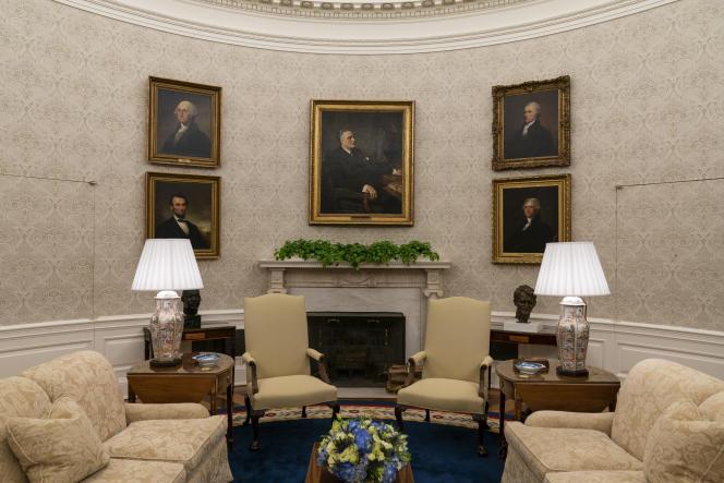 پرتره فرانکلین D. روزولت توسط جورج واشنگتن ، الکساندر همیلتون ، توماس جفرسون و آبراهام لینکلن از چپ به راست و در جهت عقربه های ساعت می چرخد.