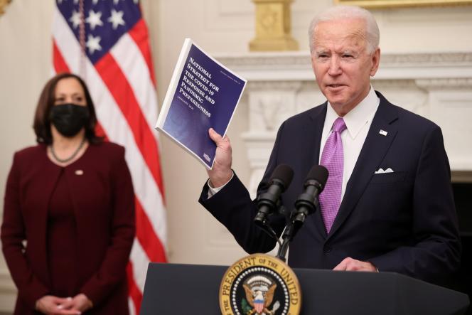 Le président des Etats-Unis Joe Biden présente son plan de lutte contre le coronavirus, le 21 janvier à la Maison Blanche.