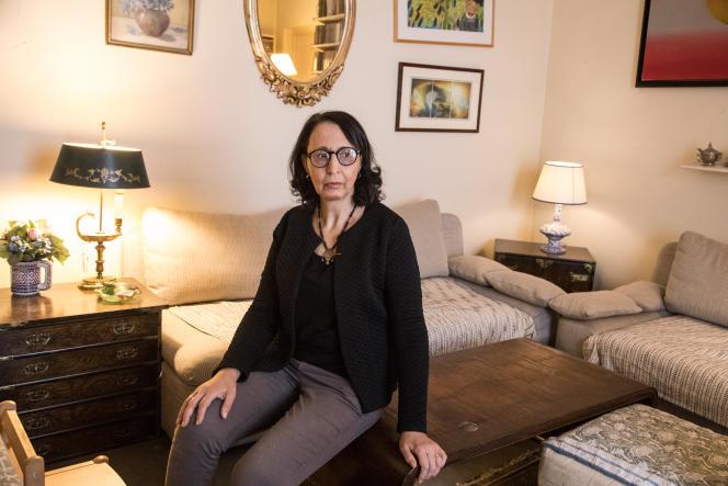 فاطیما Besnatsi-Lanku ، مورخ ، در ژانویه 2021 در خانه خود در پاریس.