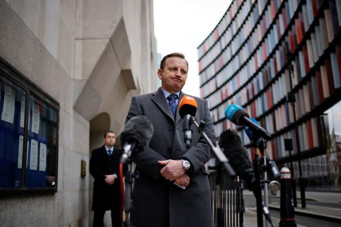 دانیل استوتن ، رئیس بازرس پلیس اسکس ، در مورد پرونده گور دسته جمعی 22 ژانویه در Old Bailey لندن با خبرنگاران صحبت کرد.